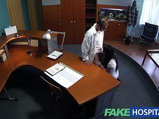 fakehospital sexuell unerfahrene Patient will Arzt