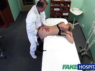 fakehospital blonde Tattoo Babe hart gefickt von ihrem Arzt