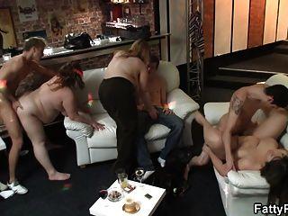 große Party Sex mit plump Küken