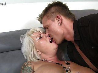schöne Frau und Mutter Junge ficken