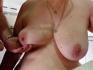 Sperma auf wifeys große Titten dann ich es auflecken