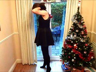 alison in Overknee Stiefel - Wichsen unter dem Weihnachtsbaum