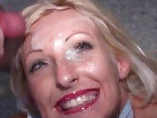 blonde MILF bekommt eine bukkake