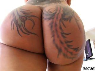 bella bellz nimmt schwarzen Schwanz in ihren großen Arsch