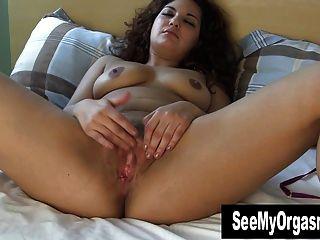 süße Maya ihre Fotze Masturbieren