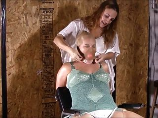 ihre erste gebundene Orgasmus
