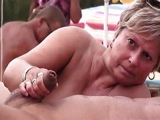 Nackt strand swinger am Frauen zihen