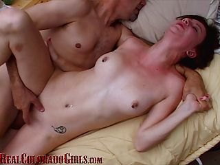 Hot Teen hat mehrere Orgasmen