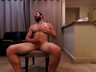 Große Titten MILF im Wohnzimmer