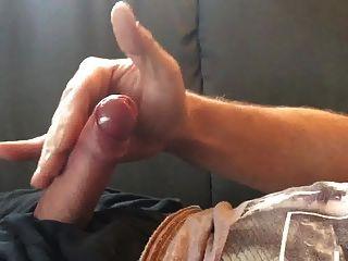 Schwänze spritzen steife Jungs