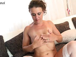 Echte Amateur reife Mutter mit hungrigen Pussy