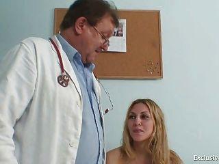 sam gyno pussy richtige Prüfung durch ältere Arzt
