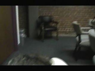 sara saugt meinen Schwanz in einem Konferenzraum fast gefangen!