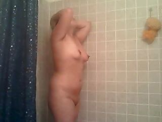 Chubby Asian duscht