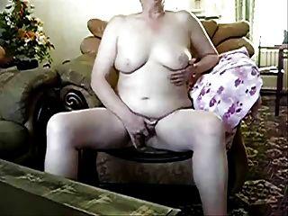 reife Schlampe masturbiert vor mir