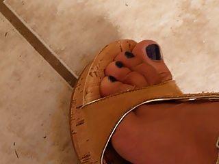 perfekte Beine und Füße Keilabsätze