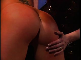 dominatrix mit roten haar ass peitschen mädchen