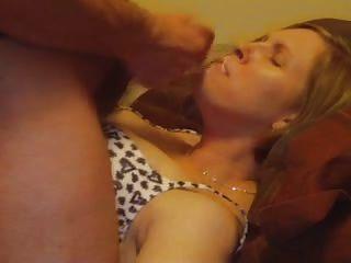 Milf Frau mit Cumshot auf dem Kinn
