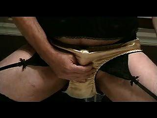 panty Junge spielt in Gold Satin Höschen Teil 3