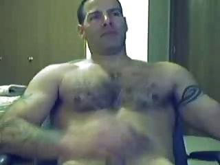 Heißer Kerl masturbiert vor der Webcam