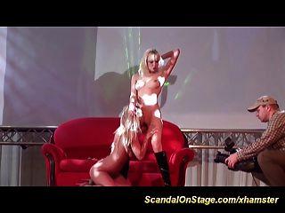 Lesben auf Sex-Bühne