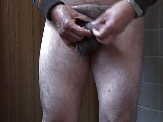 japanischer alter Mann Masturbation aufrecht Penis Samen
