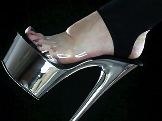 schlucke den Schmutz deiner Geliebtenfüße, Fußherrschaft