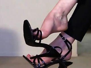 Fußfetisch Stiletto Stiefel Herrin und Sklave