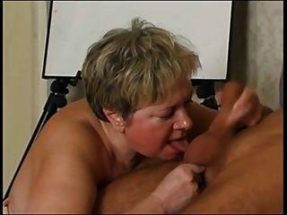 russische Oma liebt Hahn