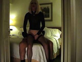 heiße Prostituierte spielt mit einem Klienten