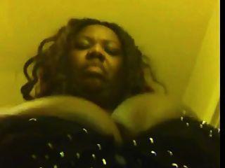 schwarze bbw mit enormen boobs