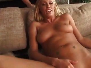 leggy blonde Mädchen von riesigen Schwanz gefickt