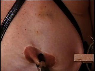 reife w große Titten hat ihre Brustwarzen von ihrem Meister gehänselt