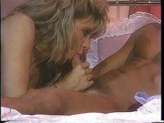 blonde starlet sharon kane in 80s szene mit peter nord