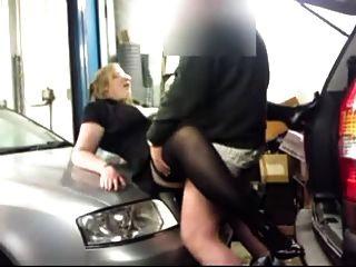 fucking in einer garage
