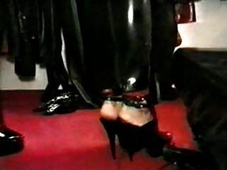 Donatella und ihr Gummi-Sklave