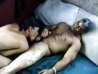 älterer schwarzer Mann fickt junger schwarzer Mann