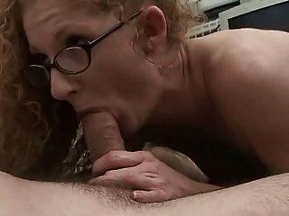 Redhead Mama mit behaarter roter Möse !!!