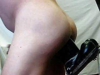 Ein weiterer Riesen-Dildo in meinem Arsch