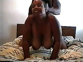 große runde schwarze Butt Frau gegeben den Schwanz in ihrem Arschloch