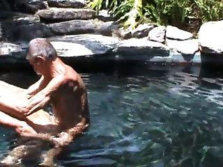 meine zwei alten Freunde ficken in den Pool !!