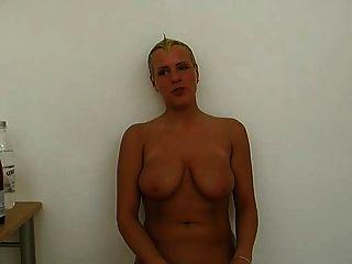 busty deutsches Mädchen mit cumshot