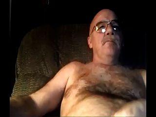 Silber Pelz Vater Porno und Cums auf seinem Bauch