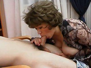 alte Frau + junger Mann