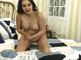 plump und saftige schwangere Schlampe zeigt ihre Tits und weit offene Pussy
