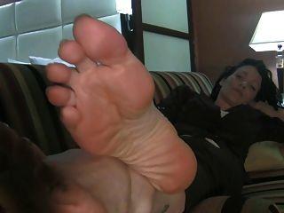 große milf Füße auf der Couch