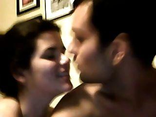 Mädchen Blowjob, fuck mit einem Riemen an und Fisting ihr Freund