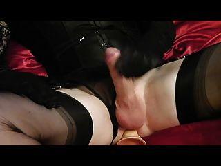 crossdresser cums mit dildo sex spielzeug