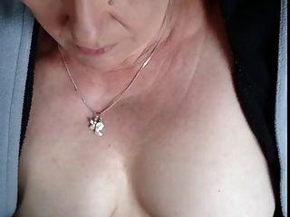 #homemademature niedliche Mama gibt hj \u0026 cumshot auf Titten
