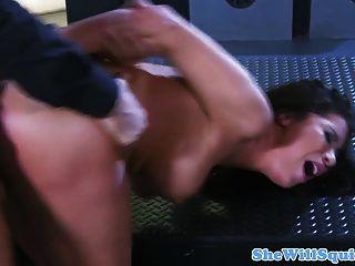 busty squirting milf bekommen ihren Arsch gefickt